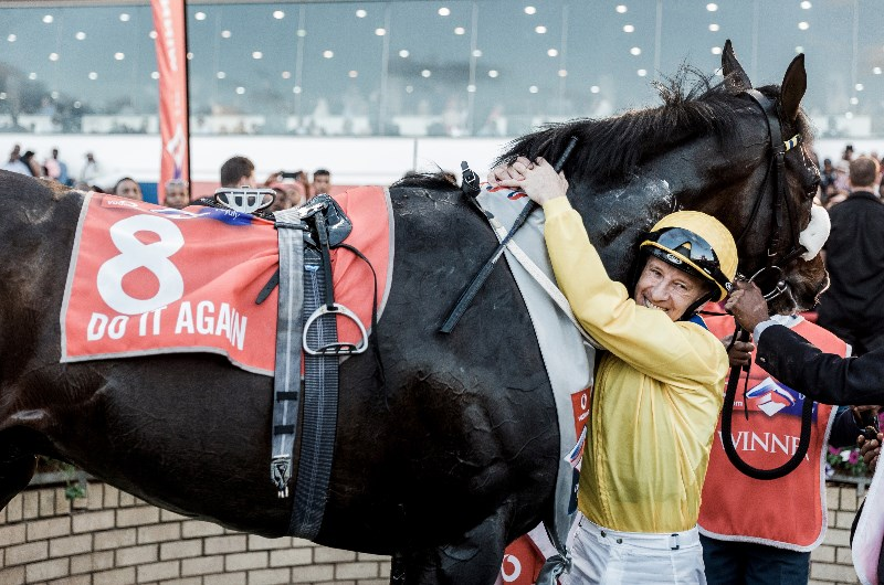 Durban july runners and betting tips jerry manner binary options winning formula