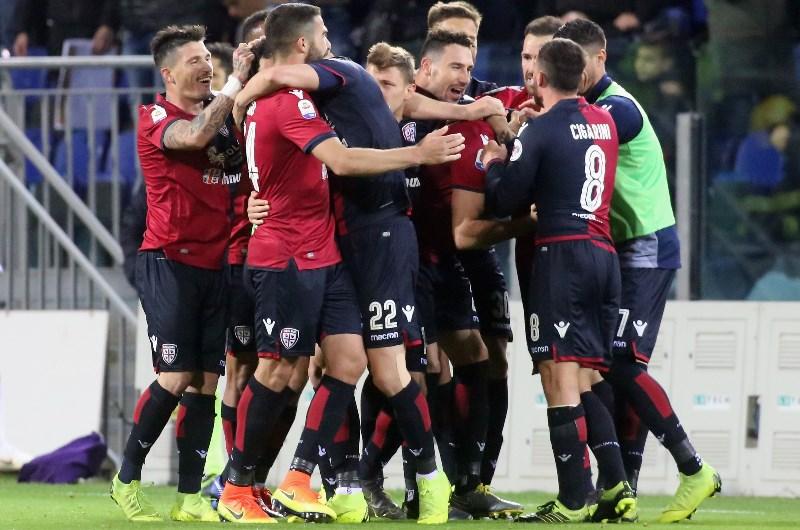cagliari celebrate victory over Fiorentina