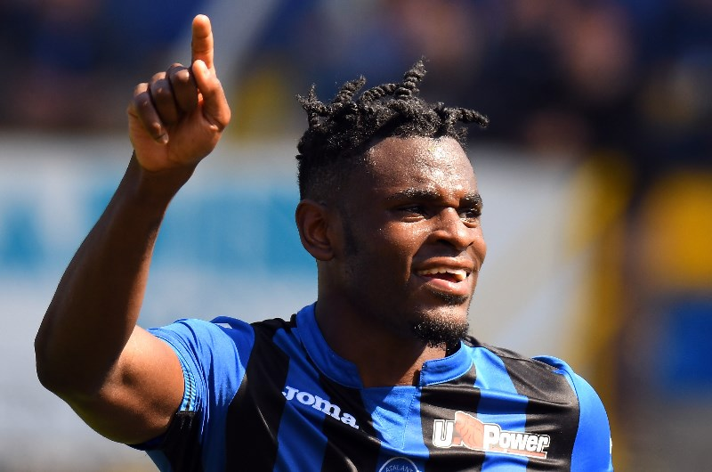 Duvan Zapata celebrates a goal for Atalanta against Parma. (Getty Images)